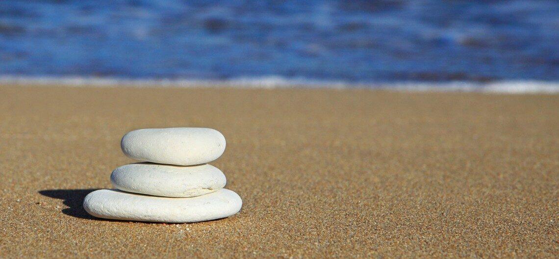 beach stones 1140x530 1140x530 - تور های سواحل استوا